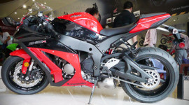 Siêu môtô Kawasaki Ninja ZX-10R 2012 về Sài Gòn