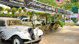 Uống cà phê, ngắm xe độc ở Hà thành