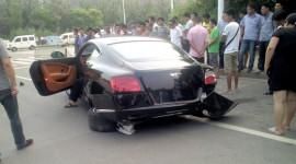 Xót xa với siêu xe Bentley gần 4 tỷ VNĐ bị đâm nát