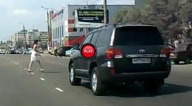 Video: Quan sát kỹ khách bộ hành