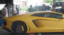 """""""Bò"""" Aventador ở VN bị bình phẩm trên báo nước ngoài"""
