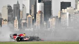 Xe đua F1 chạy ngoạn mục trên đường phố New York