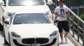 Messi chơi siêu xe biển đẹp