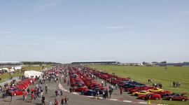 Xem kỉ lục 964 siêu xe Ferrari hội tụ