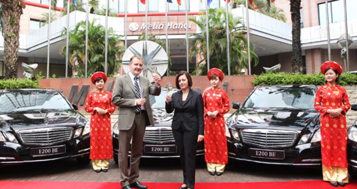Mercedes-Benz Việt Ban bàn giao xe cho khách sạn sang