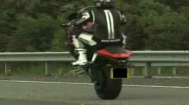 Bốc đầu xe máy ở tốc độ 165km/h
