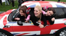 """Nhồi"" 28 phụ nữ trong chiếc MINI Cooper"
