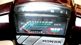 Đèn trên bảng đồng hồ xe máy không đủ sáng?