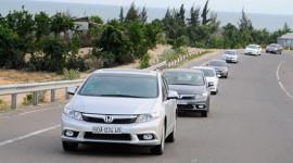 Trổ tài lái Honda Civic 2.0AT, đi 100 km chỉ mất 5,2 lít xăng!