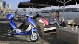 Thêm một mẫu scooter chạy điện ra mắt thị trường