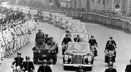 """Các Giáo hoàng ưa xe sang của """"Mẹc"""""""