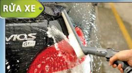 Rửa ôtô trong 5 phút với máy rửa xe xách tay