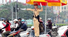 Hà Nội: Nữ CSGT ra đường làm nhiệm vụ