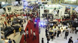 """Thị trường ôtô """"nội"""" giảm 33% trong năm 2012"""