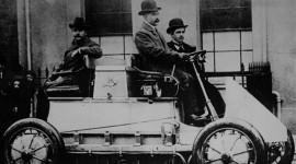 """""""Soi"""" tường tận lịch sử của xe hybrid (1)"""