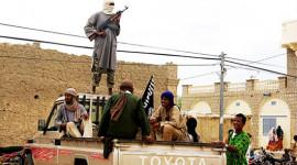 """Phiến quân Mali """"chuộng"""" xe bán tải Toyota"""