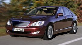 """Bất lực nhìn doanh nghiệp nhập """"nhầm"""" xe Mercedes!"""