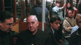 Giáo hoàng Francis đi làm bằng xe buýt