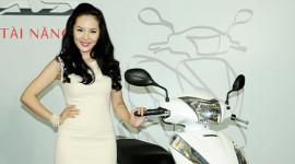 Ca sỹ Phương Linh đại diện hình ảnh cho Honda Lead 125