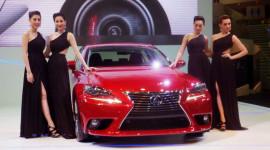 """Lexus IS 300h """"chào"""" thị trường Đông Nam Á"""