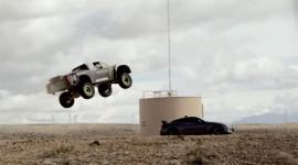"""Xe bán tải """"khủng"""" đạt tốc độ kinh hoàng trên sa mạc"""