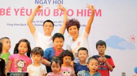 Thái Thùy Linh và Tự Long tuyên truyền đội MBH cho trẻ