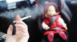 Đừng giết trẻ bằng khói thuốc trên xe