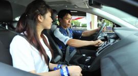 Làm sao để lái xe vừa an toàn, vừa tiết kiệm?