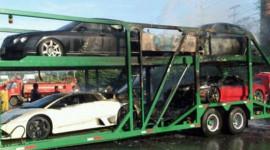 4 xe sang giá hơn 3 triệu đô bỗng dưng bốc cháy