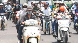 Đi xe máy, đóng phí đường 150.000 đồng/năm
