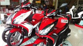 Ô tô tăng giá, xe máy đua nhau giảm
