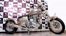 Xe máy bằng bạc, giá 1,8 tỷ đồng