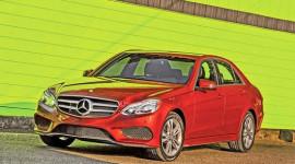 Tại sao Mercedes-Benz phải cải tiến E-Class gấp?