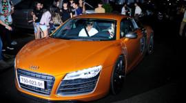 Thủy Tiên lái siêu xe Audi R8 16 tỷ đi hát