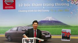 8 khách hàng đầu tiên trúng iPad mini khi lái thử Nissan Sunny