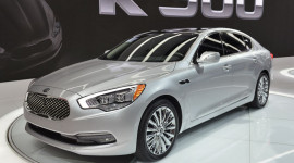 """Kia K900 - """"Tuyên chiến"""" với cả S-Class, 7-Series và A8"""