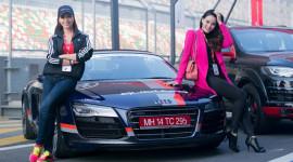 Thúy Hạnh và Trang Nhung lái siêu xe tại trường đua F1